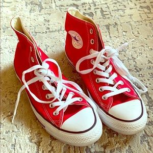 RED CONVERSE- ALMOST NEW